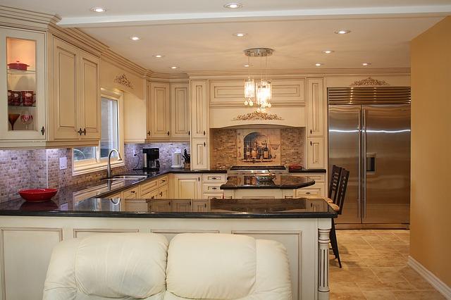 luxusní světlá kuchyně