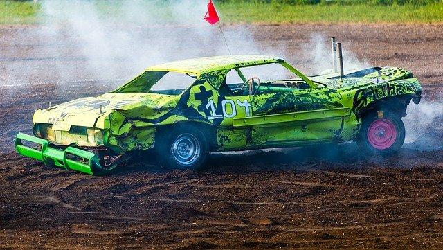 nabourané závodní auto