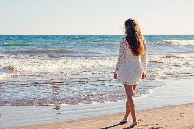 šaty na pláž