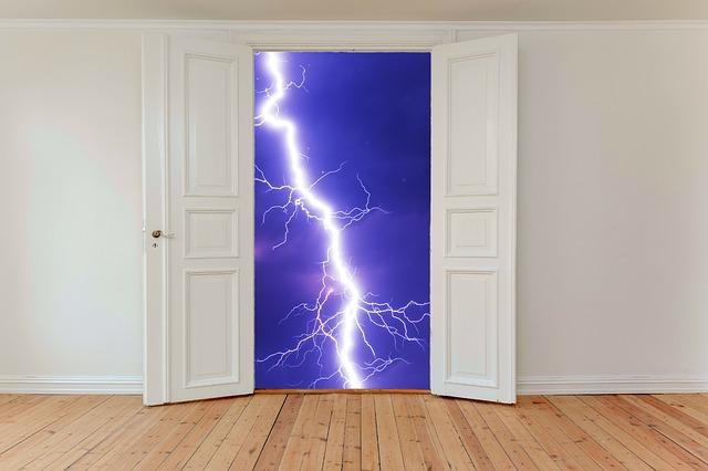 Otvorené dvere, blesk